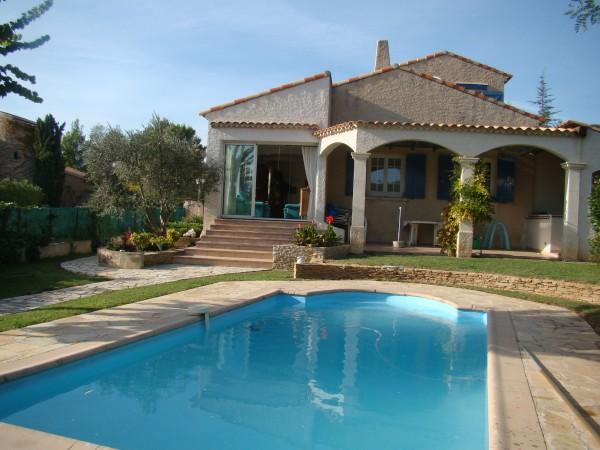 Location villa g menos for Piscine gemenos