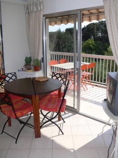 location appartement valescure piscine vue sur golf grand balcon sud location appartement. Black Bedroom Furniture Sets. Home Design Ideas