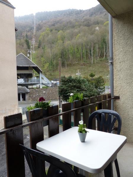 Balcon et vue sur le téléporté (télécabines) de Luchon